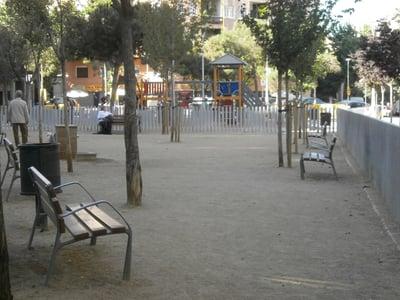pipican-perro-barcelona-jardins-de-montserrat-roig