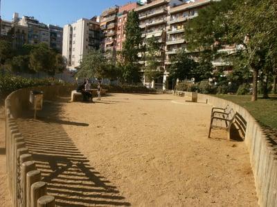 pipican-perro-barcelona-jardins-de-la-industria