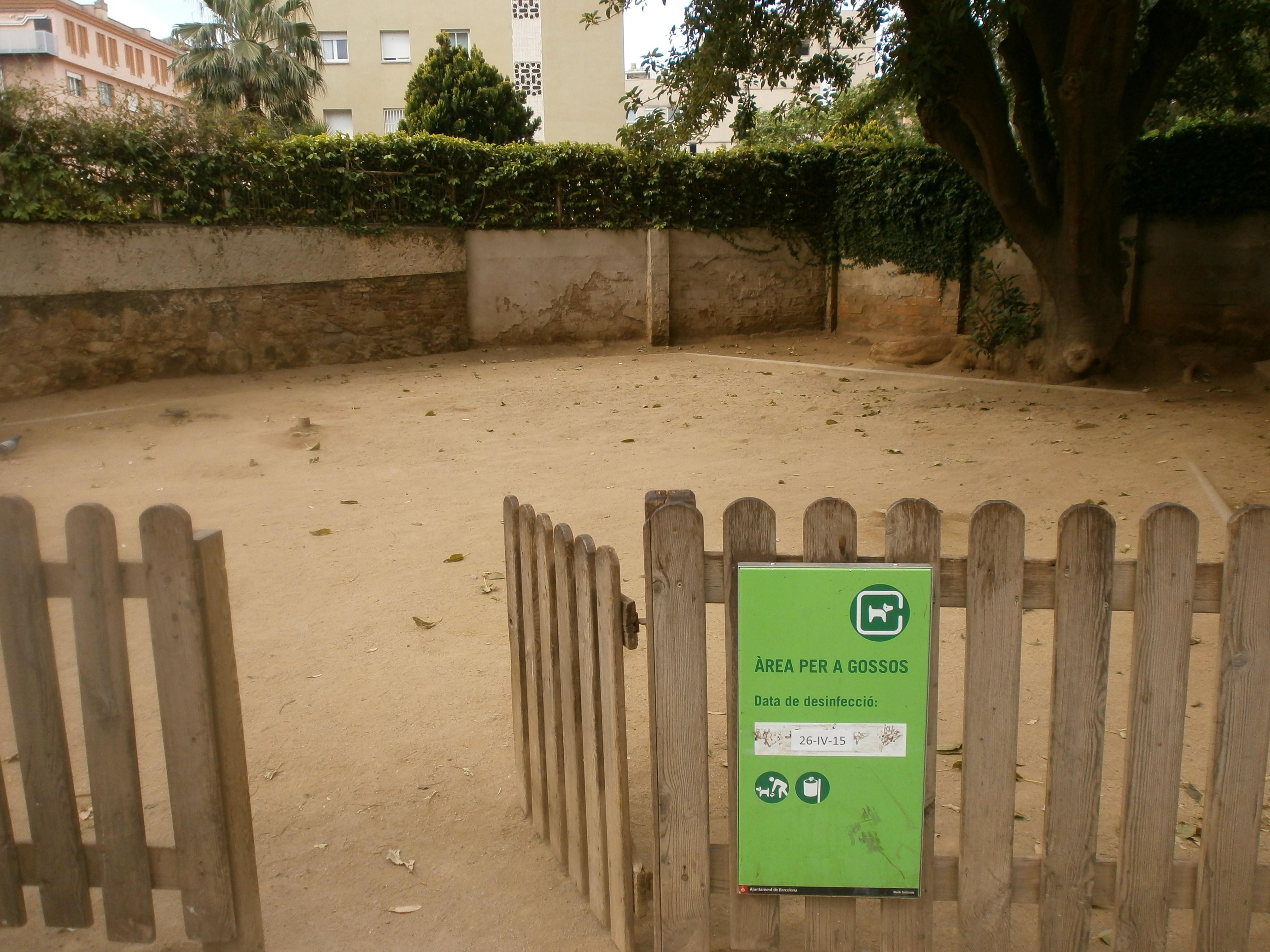 pipican-perro-barcelona-Plaza-Marti-Llaurador